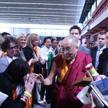 dalai-lama-blesses-carmen-mensink