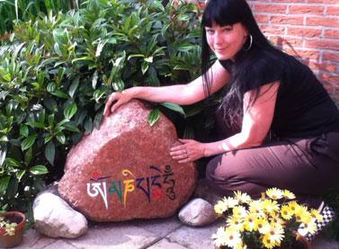 mani-mantra-stone-painting-carmen-mensink