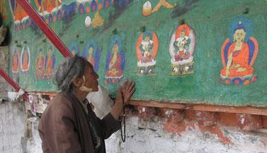 old-tibetan-woman