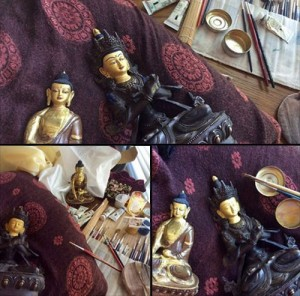 painting-restoring-buddha-statue-by-carmen-mensink