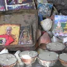 altar-butter-lamps-nepal