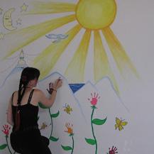 carmen-mensink-painting-orphanage-nepal