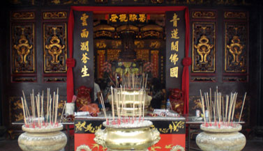 incence-chinese-buddhist-temple-malaysia