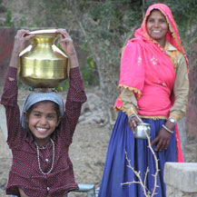india-water-carrying