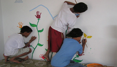 orphans-nepal-painting-with-carmen