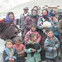 tibetan-nomads-village-himalaya