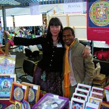 dalai-lama-booth-carmen-mensink-with-sashi-kumar