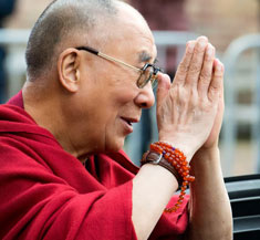 dalai-lama-hands-together-greeting
