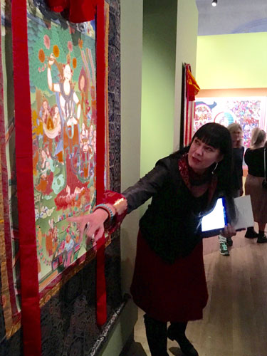 carmen-mensink-guiding-through-museum-thangka